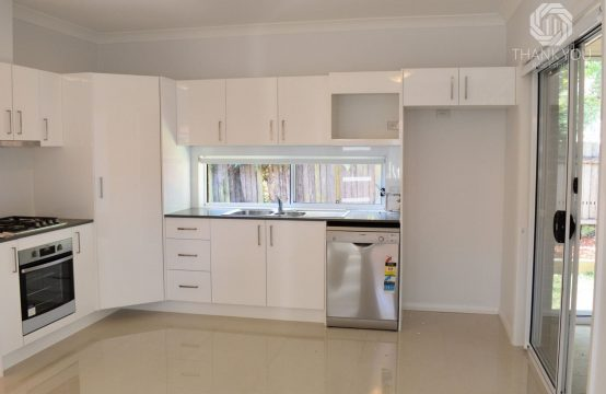 presenting 27A waterloo road north epping